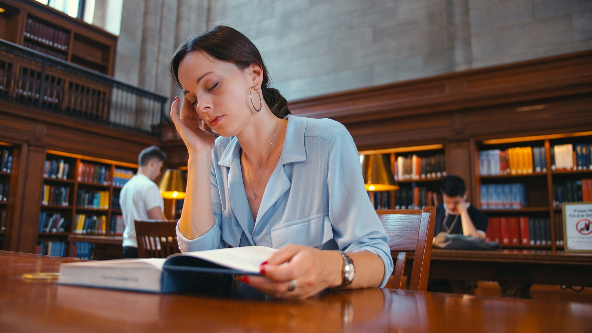 90tired-student-at-the-library-nyc-7cjr67w